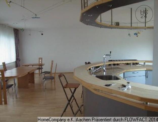 Aachen-Stadtpark: Loftartige, möblierte 4-Zimmer-Wohnung mit riesiger Dachterrasse