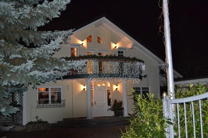 Möblierte Wohnung mit 2 Balkons in einer Villa in ruhiger grüner Lage