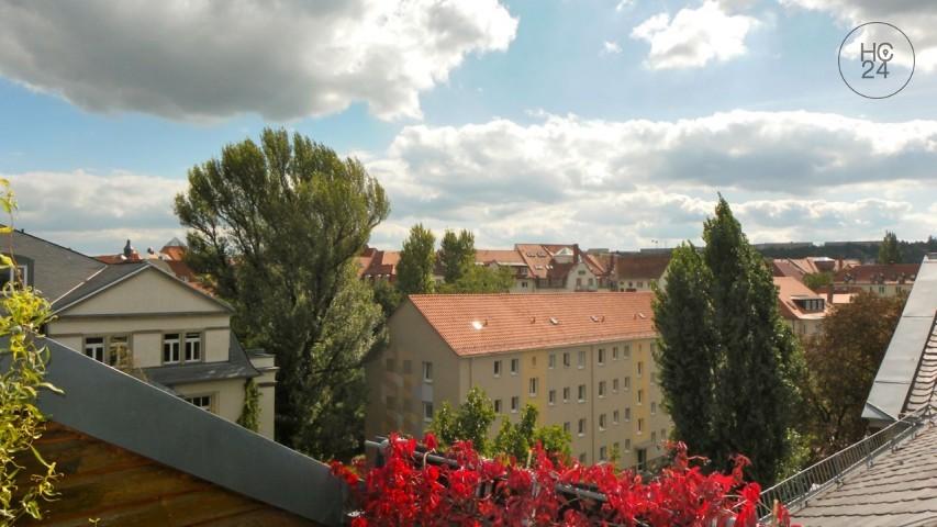 Möblierte Wohnung im Dachgeschoss einer grossen sanierten Stadtvilla