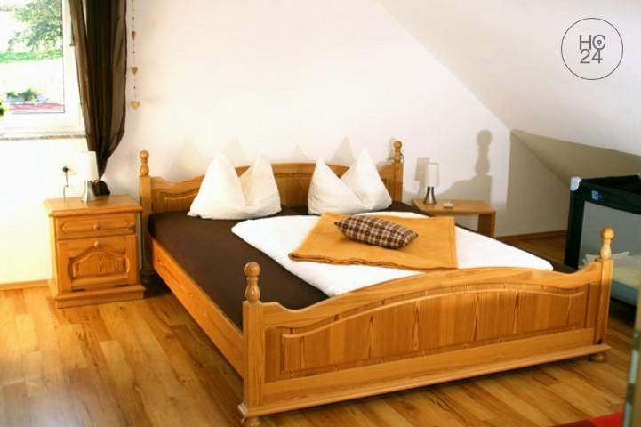 Neukirch, ab 1065 €. Wohnung mit Balkon, voll möbliert, ländliche Außenlage.